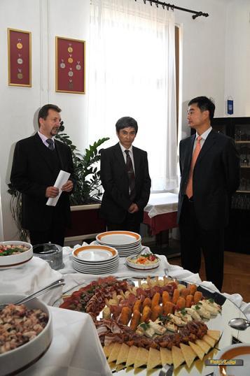 Ravnatelj škole Damjan Miletić s uvaženim gostima