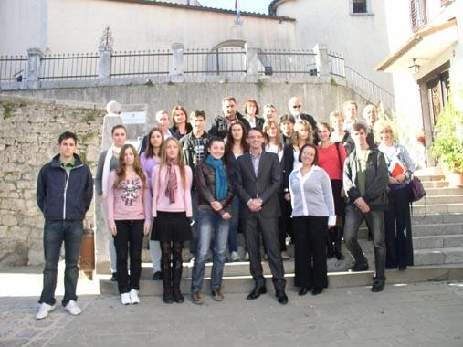 Nagrađeni srednjočkolci s gradonačelnikom Ivicom Lukanovićem