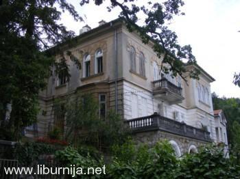 Nakon obitelji Stockau, vila sa slike postala je dom obitelji Kinsky!