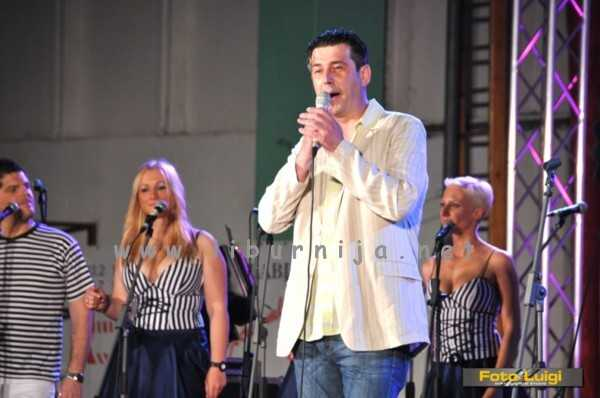 Robertino Grbac i 3 A (Andrej, Ana i Ana)...