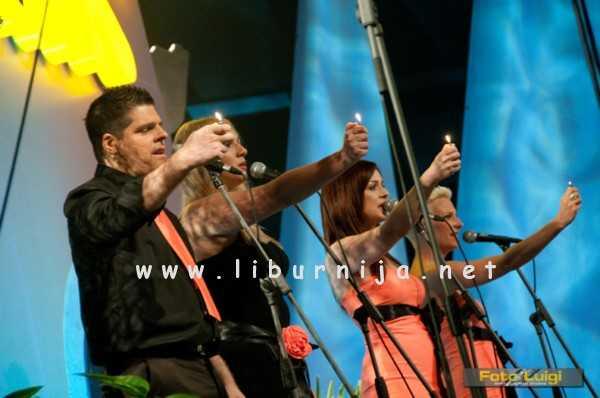 Liburnija.net: 4 A (Andrej, Ana, Amira i Ana)... We are the world... a ne, ni to ta pjesma...