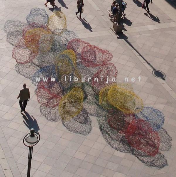 Liburnija.net: Siniša Majkus, Kugle u levitaciji, instalacija, projekcija u gradskom ambijentu, 2010.