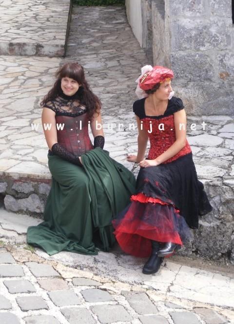 Liburnija.net: Ana i Maja poziraju @ Veprinac