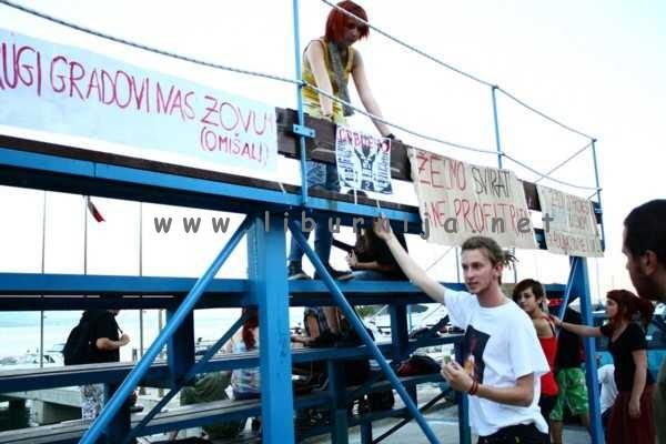 Liburnija.net: Mirni prosvjed - Hoćemo svirati, a ne profitirati @ Volosko