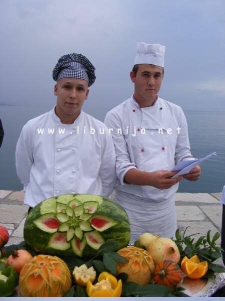 Liburnija.net: Učenici Uogstiteljske škole spremno poziraju @ Opatija