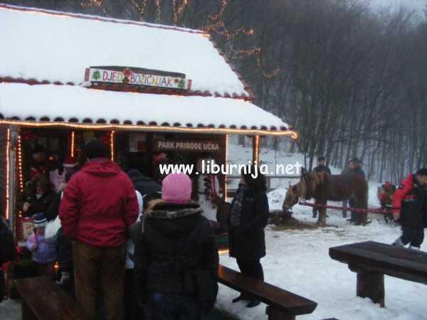 Liburnija.net: Mali Veprinčani ispred kućice Djeda Božićnjaka @ Učka