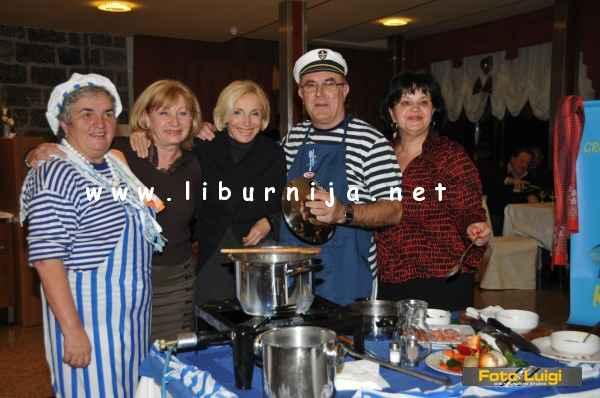 Liburnija.net: Ekipa Crvenog Križa i Kluba 60+ @ Pusni maneštra fest, Opatija