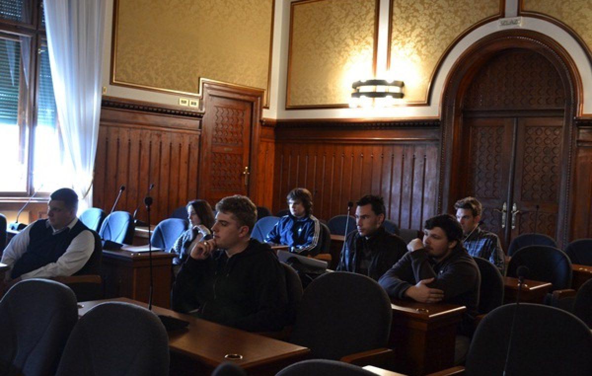 Grad Opatija objavio Javni poziv za isticanje kandidatura za članove i zamjenike članova Savjeta mladih Grada Opatije