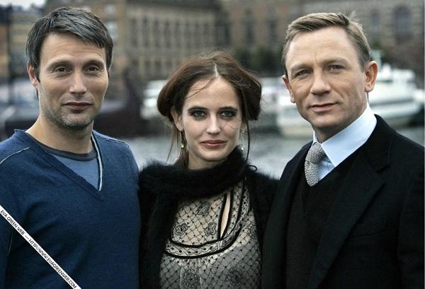 Mads Mikkelsen (lijevo) na snimanju filma o Jamesu Bondu 'Casino Royale'