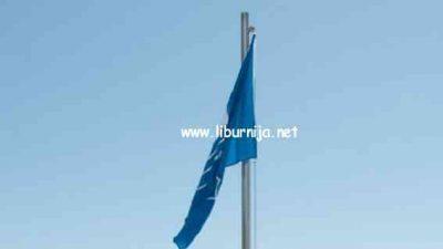U OKU KAMERE Plava zastava podignuta na Plaži Ičići