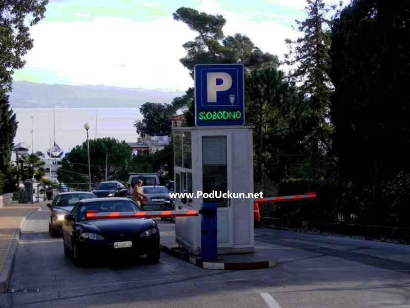 Umjesto na naplatnoj kućici, parking će se moći platiti putem dva parkirna automata, ili SMS porukom na broj 8951.