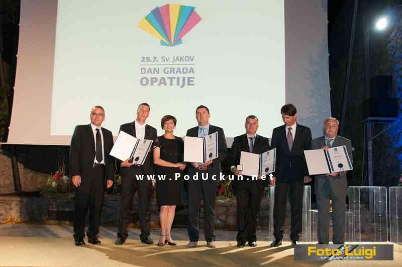Ovogodišnji laureati i predstavnici grada Opatije