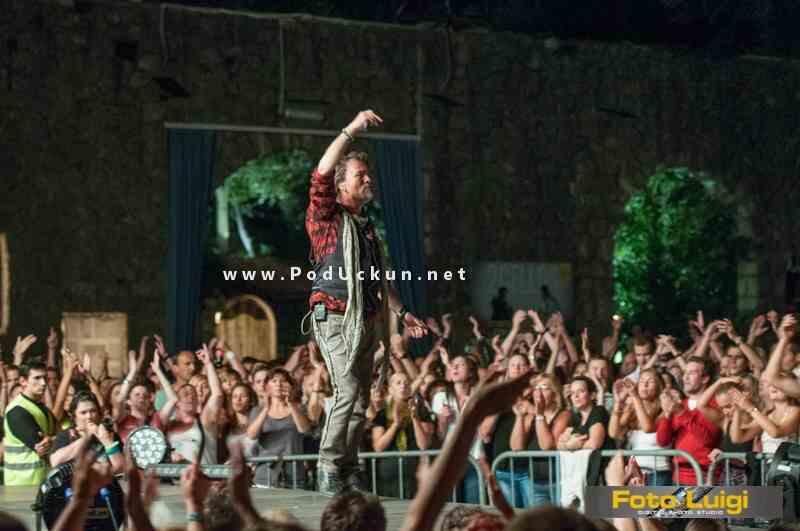 gibonni_opatija_2014_koncert_ljetna_pozornica_maya_vlatko_stefanovski_1
