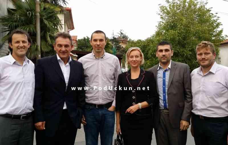 Dražen Mitrović (u sredini) između Radimira Čačića i Natalija Martinčević