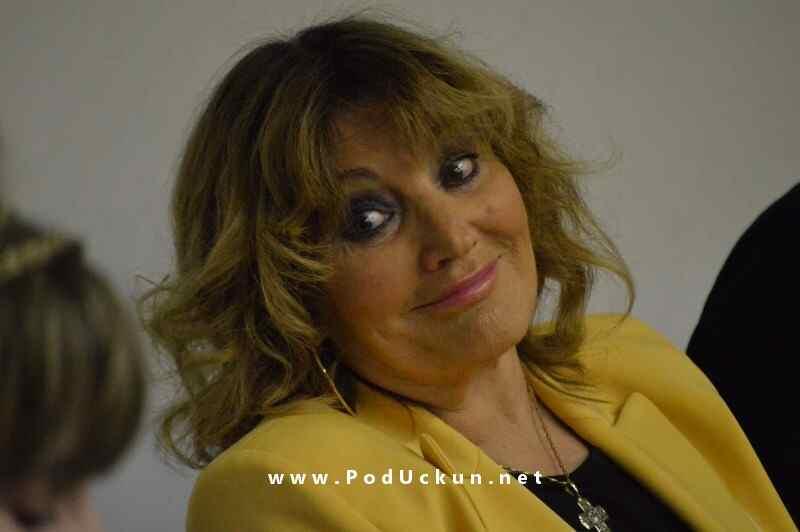 Tereza Kesovija