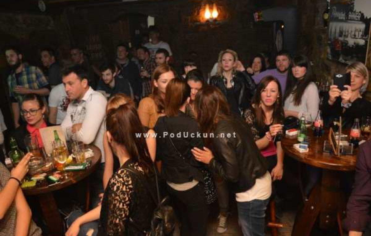 NOVA ODLUKA STOŽERA: Kafići i klubovi od danas mogu raditi do ponoći