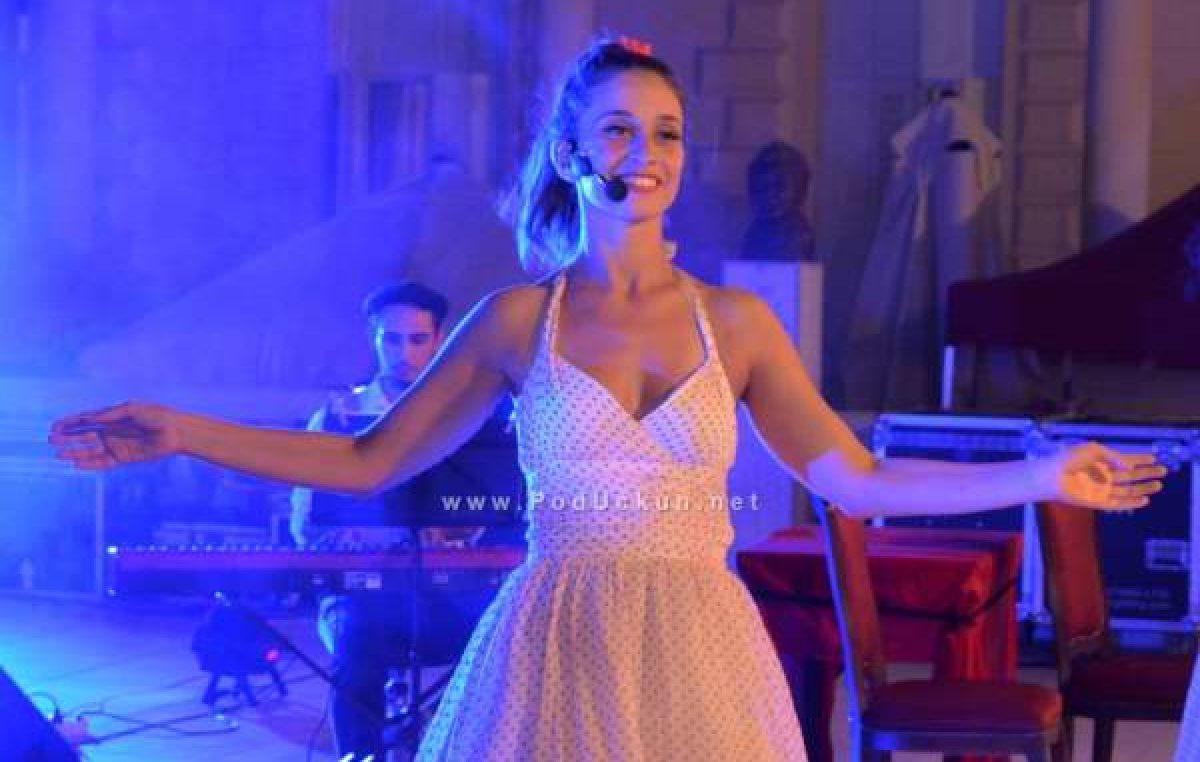 Karolina Šuša sa svojim 'Cabaret a la carteom' oduševila žiri Supertalenta i prošla u daljnji krug natjecanja