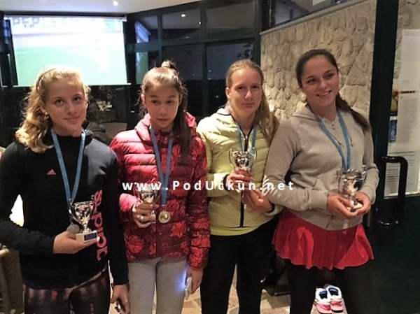 Nika Dundović, Eva Matković, Matea Biondić i Lucia Žagar