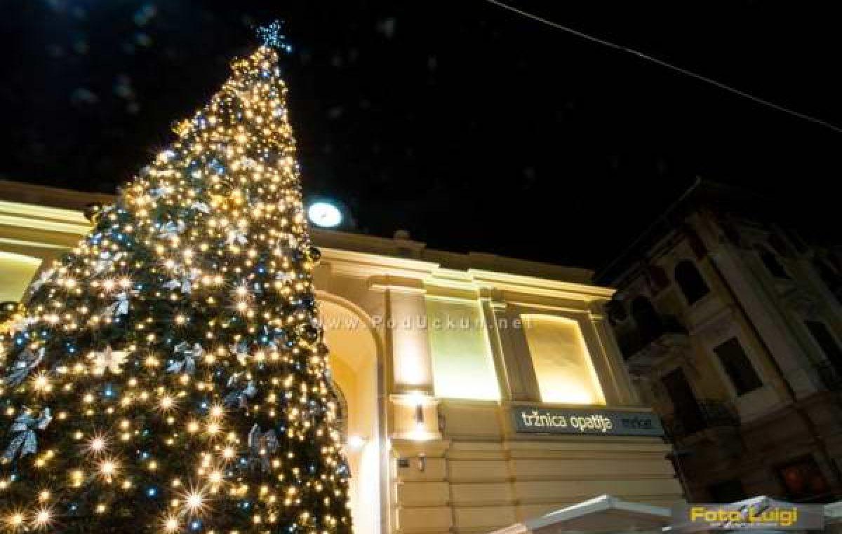 Uz svečano paljenje lampica, prigodni dječji program i nastup klape Iskon počinje Advent na Mrkate