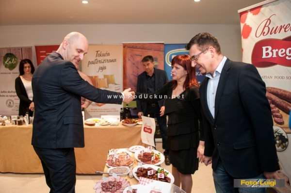Ministar Tolušić i Obitelj Buretić (Zdravi mesni proizvodi Bregi)
