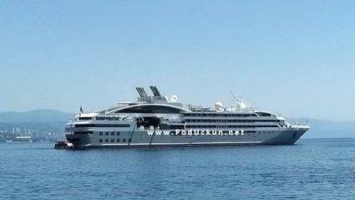 Luksuzni brod Le Lyrial usidren pred Opatijom