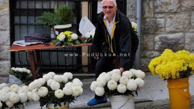 FOTO Središte grada u bojama krizantema –  Stotine tisuća cvjetova ukrasit će grobnice najbližih