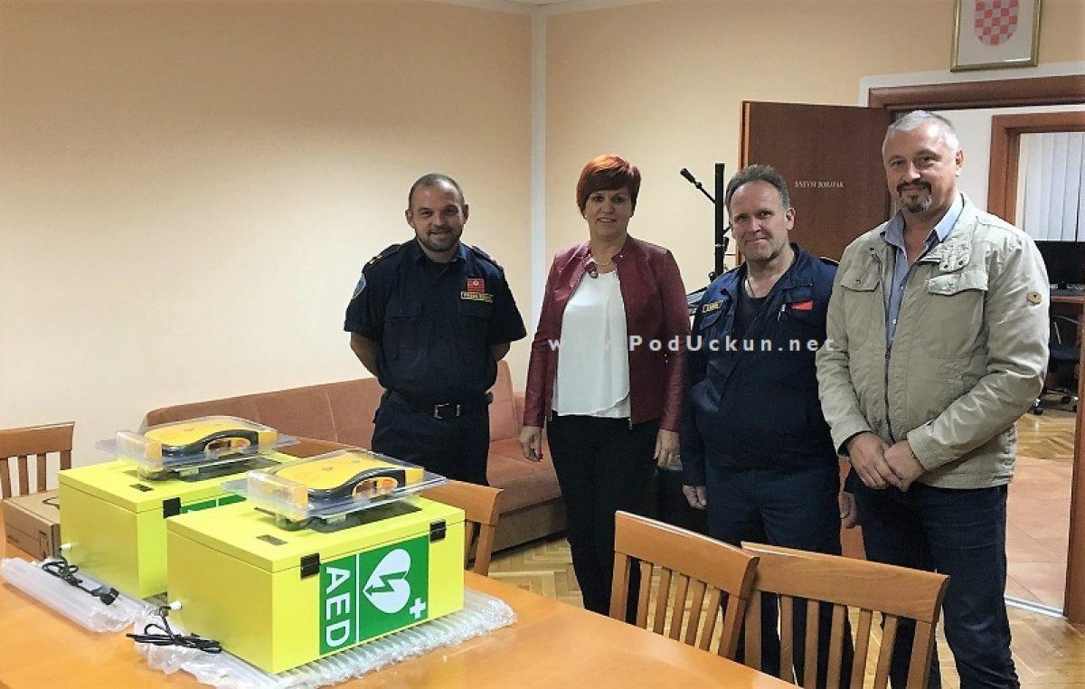 DVD-u Kras Šapjane uručena vrijedna donacija – Tvrtka Poli-mix darovala dva defibrilatora