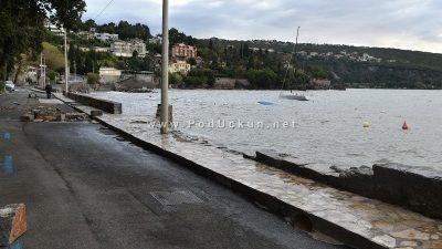 Lungomare zatvoren u cijeloj dužini zbog velikih oštećenja – Krenula sanacija posljedica juga @ Opatija