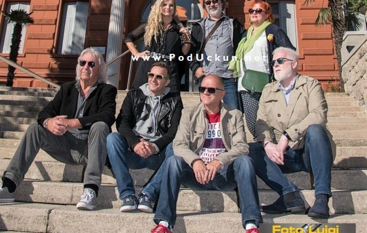 U OKU KAMERE 25 godina od objavljivanja pjesme 'Božić je judi' okupio glazbenike sa Šajetom na čelu