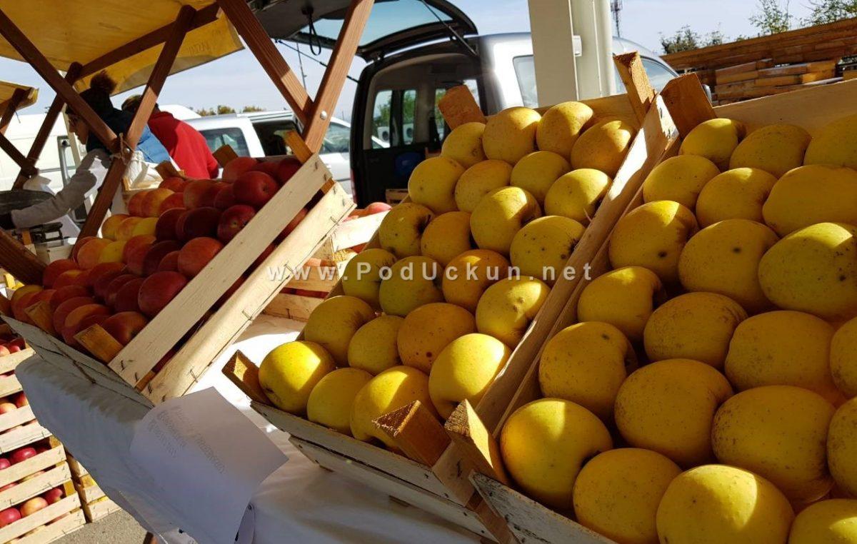 FOTO: Dan domaće jabuke i meda na Veletržnici predstavio zdrave i prirodne proizvode kupcima @ Matulji