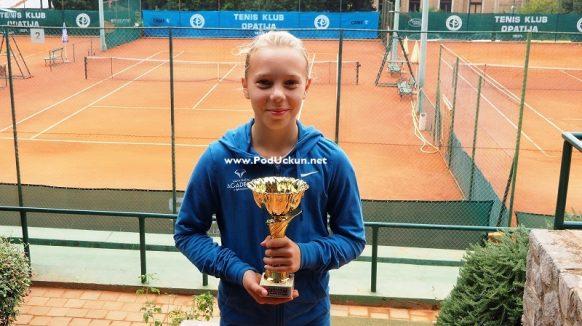 Dora Biondić pobjednica 22. Otvorenog prvenstva Opatije u tenisu do 12 godina