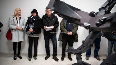 """FOTO U Galerijici općine Matulji otvorena izložba skulptura iz ciklusa """"Monstrance"""" umjetnika Nevena Bilića"""