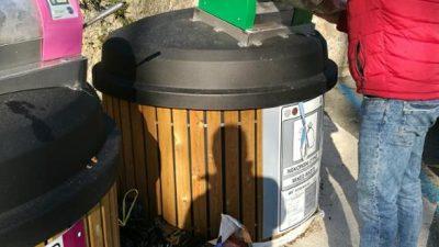Grad Opatija apelirao na građane: 'Molimo, nemojte odlagati vrećice pored poluukopanih spremnika!