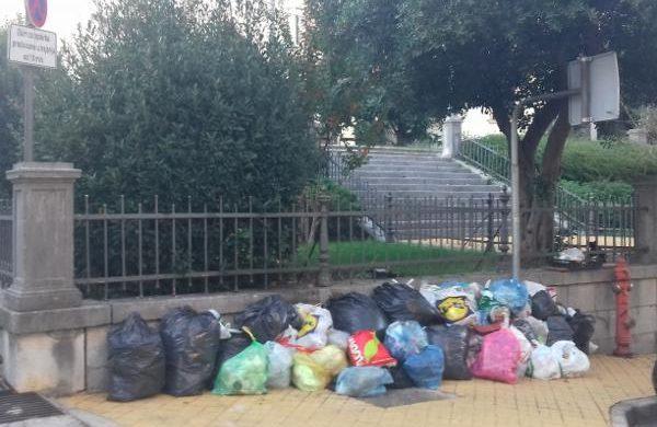 U OKU KAMERE: Volosko zatrpano smećem – Brda otpada postaju 'legla pantigana' @ Opatija
