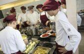 U OKU KAMERE Umjesto u koš, ubaci u padelu i skuhaj još – Učenici Ugostiteljske škole pripremali zdrava i jednostavna jela