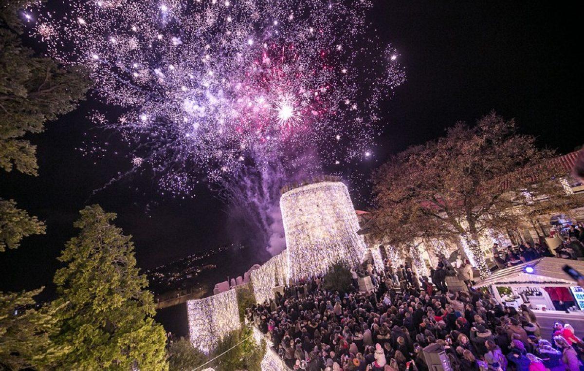 FOTO: Spektakularno paljenje lampica na Trsatskoj gradini oduševilo tisuće posjetitelja!