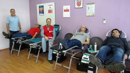 Plemeniti maturanti – 38 učenika darivalo krv @ Opatija