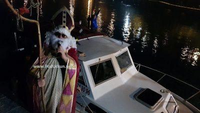 VIDEO Sveti Nikola ponovo stigao brodom i poklonima oduševio brojne mališane @ Ika
