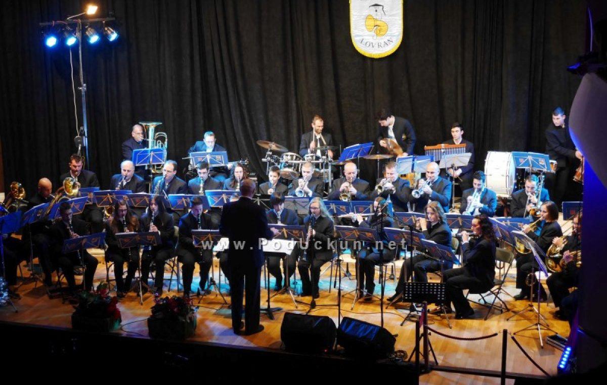 FOTO/VIDEO U prepunom kinu Sloboda Puhački orkestar Lovran održao je svoj Novogodišnji koncert