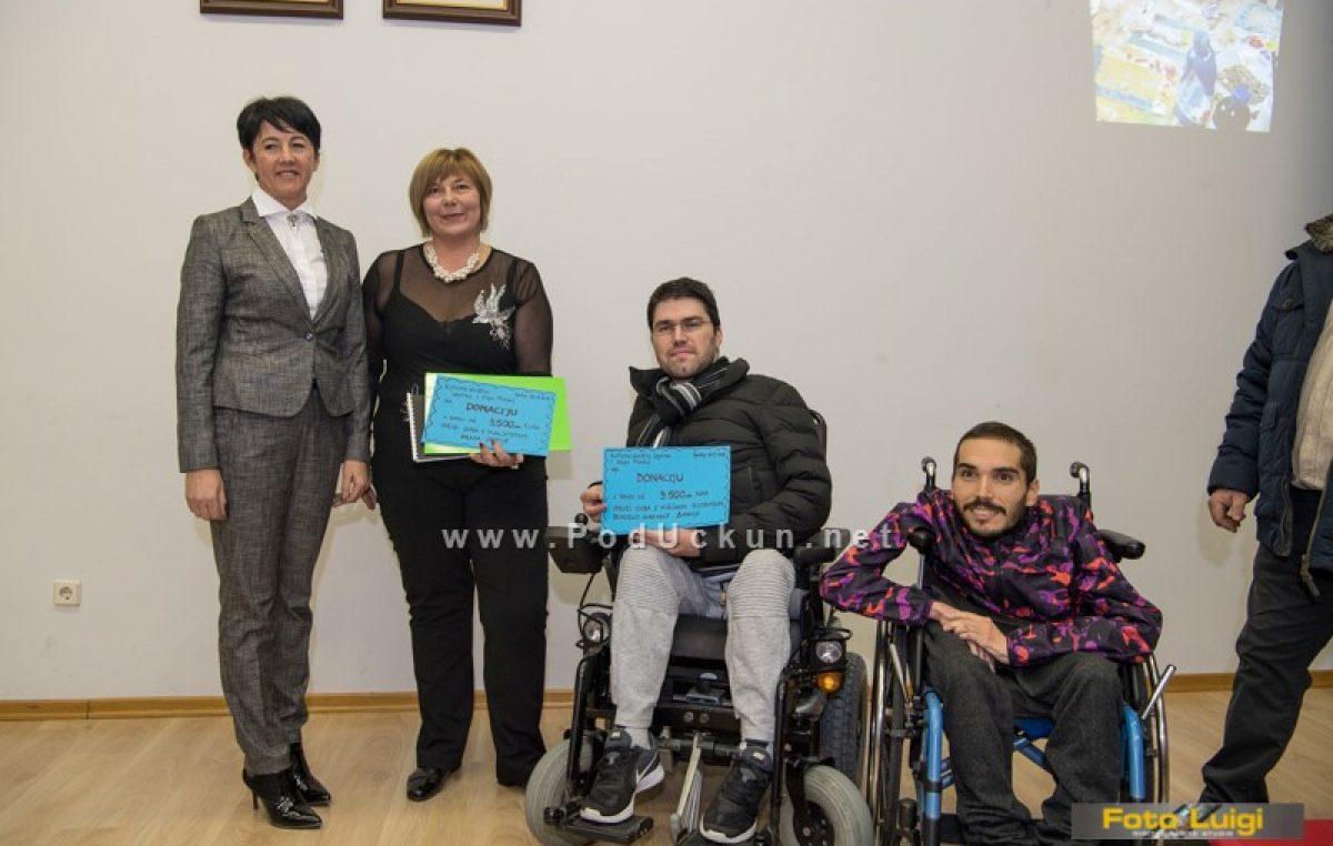 FOTO Uručena donacija Udruzi osoba s invaliditetom – Na koncertu klape Mirakul prikupljeno 7 tisuća kuna