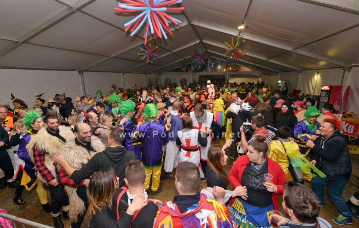 FOTO/VIDEO Halubajski karneval – Noćnim izdanjem proslavljen 20. rođendan @ Viškovo