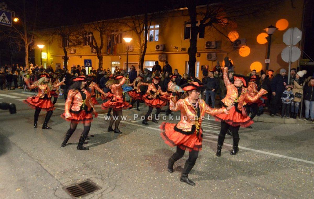 Halubajski karneval – Noćnim izdanjem proslavljen 20. rođendan @ Viškovo