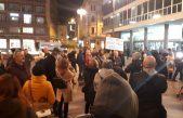 U OKU KAMERE Podrška Huanitu Luksetiću – Riječani se okupili i 'zapalili za Huanita i pravosuđe' na Jadranskom trgu