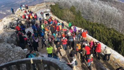 FOTO Tradicionalni planinarski pohod – Dvjestotinjak planinara na vrhu Učke nazdravilo Novoj 2019. godini