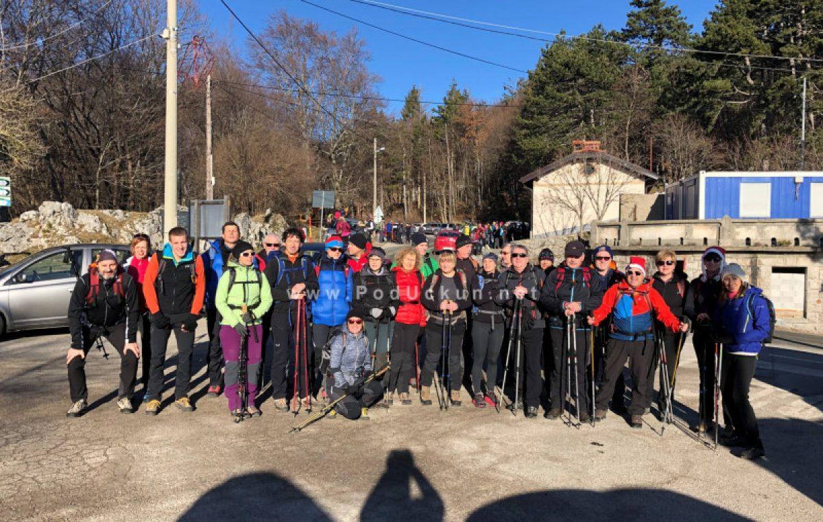 Tradicionalni planinarski pohod – Dvjestotinjak planinara na vrhu Učke nazdravilo Novoj 2019. godini