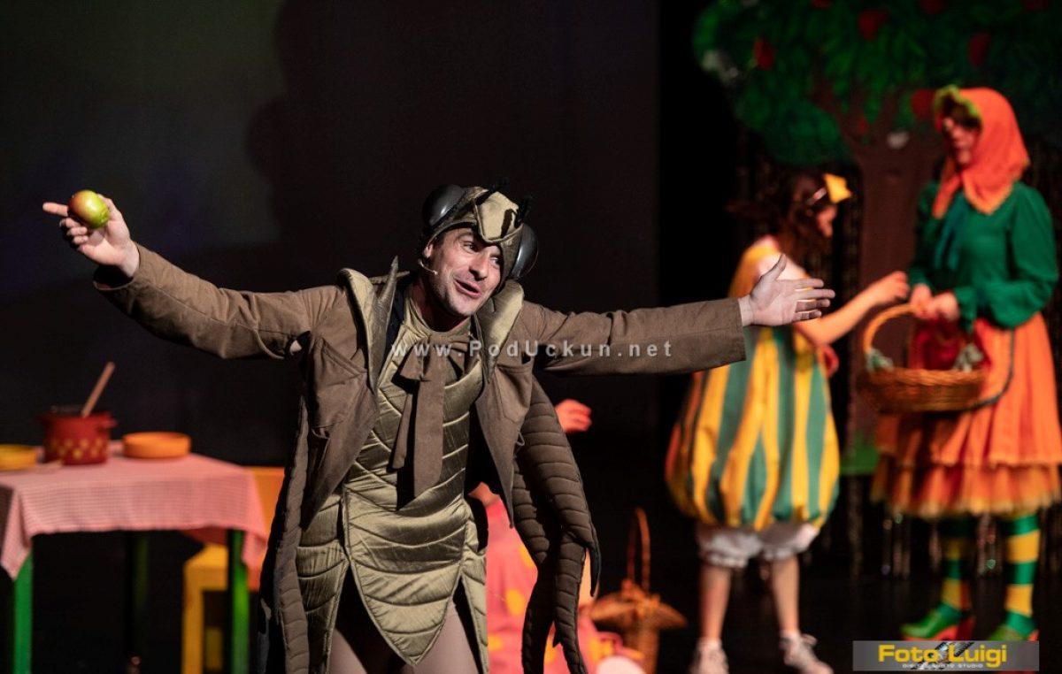 Začudna predstava Naša je mama postala zmaj razveselila velike i male gledatelje u Gervaisu @ Opatija