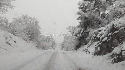 VIDEO/FOTO Mune pod snježnim pokrivačem, pahulje se spustile do zaleđa Opatije i Matulja
