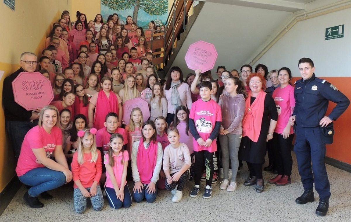 U OKU KAMERE: Ružičasto je IN – Obilježen Dan ružičastih majica @ Lovran, Opatija