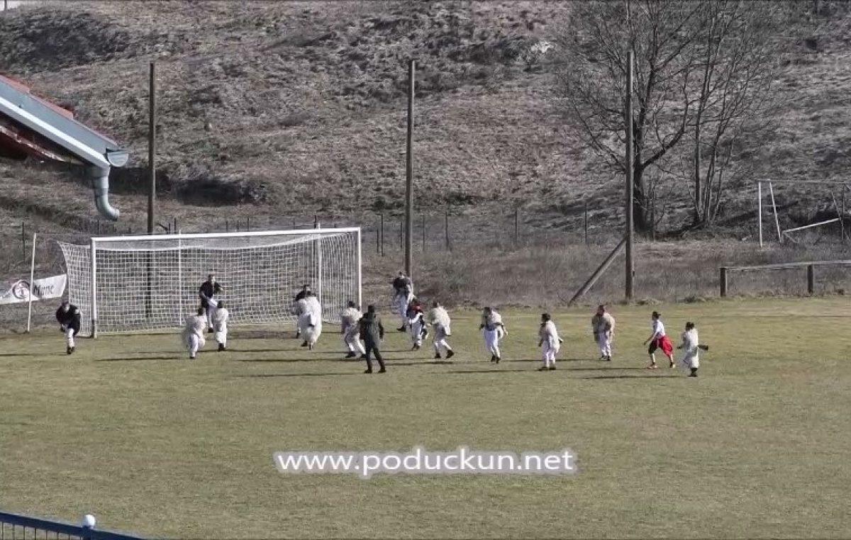 VIDEO Sport se zove 'zvonomet' – Pogledajte kako izgleda kad zvončarići oprćeni zvoncima zaigraju nogomet