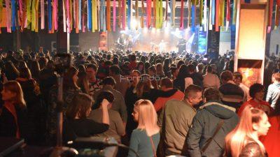 """FOTO/VIDEO Jelena Rozga i Grooversi """"rasturili"""" Ex Port Delta na otvorenju riječkih karnevalskih fešti"""